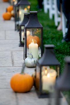 34 Stunning Fall Wedding Photos | 34 Stunning Fall Wedding Photos To Copy - decorative pumpkins to line the walkway