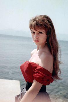 Brigitte Bardot - 1955 | Galería de fotos 1 de 35 | GLAMOUR