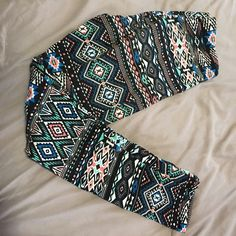 Aztec print leggings Worn a few times but in perfect condition. Super cute just have too many paid of leggings! Size medium. Charlotte Russe Pants Leggings