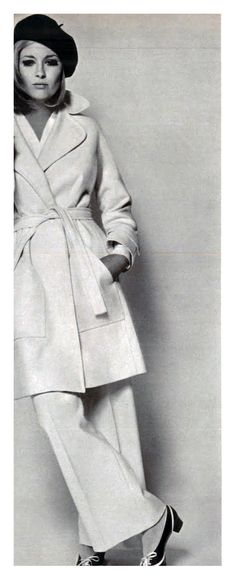 Taken over 40 years ago and she's CLASSIC. Great fashion never goes out of style.    Faye Dunaway.  Vogue Italia.