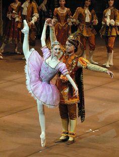 Svetlana Zhakarova as Aurora and Bryan Hewison as Prince of Pagodas
