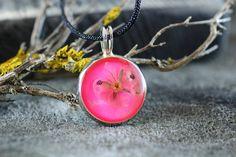 pandantiv creat manual din floare naturala in rasina Lily, Pendant Necklace, Jewelry, Jewlery, Jewerly, Schmuck, Orchids, Jewels, Jewelery