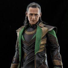 Tom Hiddleston Body, Tom Hiddleston Movies, Tom Hiddleston Quotes, Loki Avengers, Thor, Loki Funny, Love Scenes, The Dark World, Cute Gif