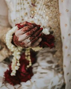 Image in Bride collection by Craft by Heart on We Heart It Pakistani Bridal Makeup, Pakistani Wedding Outfits, Bridal Outfits, Wedding Hijab, Bridal Poses, Bridal Photoshoot, Bridal Shoot, Indian Wedding Couple Photography, Bridal Photography