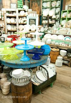 NYC – Fishs Eddy -- I'll be in restaurant ware heaven! Store Displays, Boutique Displays, Retail Displays, Window Displays, A New York Minute, Cupcake Display, Vintage Display, Cottage Kitchens, Lovely Shop