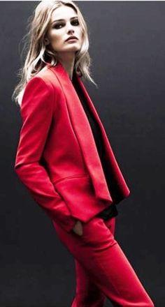 Calvin Klein red suit blazer jacket pants total-look monochrome Fashion Foto, Red Fashion, Fashion News, High Fashion, Womens Fashion, Fashion Trends, Lingerie Plus Size, Hot Lingerie, Style Work