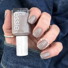 Essie 'Master Plan' is the perfect greige nail polish!!! Love this for a perfect neutral mani!!
