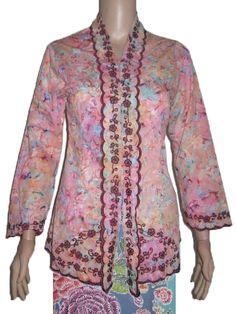 Kebaya Bordir Batik Cap Primisima Bahan : Katun Primisima Size : All Size (Fit to XL) Jenis Batik : Cap Harga Retail : 140.000 Harga Grosir : 125.000 (min 3)