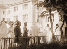 Elizaveta Feodorovna showing Nicholas II (and possibly Alexandra and OTMA) around the Marfo-Mariinsky Convent, which she founded in 1908