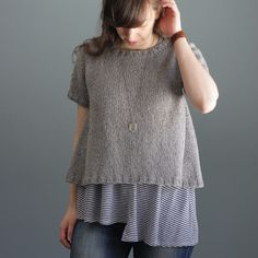 Stevie is top-down seamless tee, perfect for spring & summer weather! The body features flattering A-line shaping with side eyelet design for a simple yet eye-catching detail. Knit up in Berroc… Rowan Knitting, Fall Knitting, Vogue Knitting, Knitting For Kids, Knitting Projects, Simple Knitting, Elizabeth Smith, Crochet Magazine, Easy Knitting Patterns