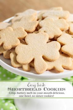 Easy Irish Shortbread These crisp, buttery melt-in-your-mouth delicious Irish Shortbread Cookies require just one bowl and no mixer! They come together quickly and disappear even quicker so make plenty! Irish Shortbread Cookie Recipe, Shortbread Cookies, Irish Cookies, Shortbread Recipes, Artisan Rolls, Best Butter, Sprinkle Cookies, Galletas Cookies, Gourmet