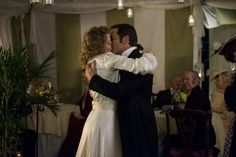 Their first kiss as husband and wife Mystery Tv Series, Murdock Mysteries, Julia Williams, Detective Shows, France 3, Couple Goals, Toronto, Movie Tv, Tv Shows