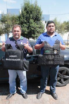 """Detiene PGJE a dos sujetos que se hacían pasar por ministeriales de Puebla                ·         Los detenidos portaban chalecos antibalas con las leyendas """"PGJ"""" y """"Agente Investigador""""."""