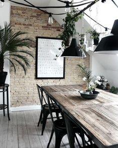 Black fever!  #deco #interiordesign #interiorismo #hosteleria #deco #leonesp #tolix #chairs #singularmarket #decoration Mobiliario de Estilo Vintage e Industrial Singular Market. Entra en nuestra e-shop y echa un vistazo a todo lo que podemos ofrecerte!