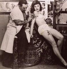 Googles billedresultat for http://2.bp.blogspot.com/_mmBw3uzPnJI/SeUQf7NLPFI/AAAAAAAAkaI/RflVugFWA5w/s400/vintage-tattoos-13.jpg