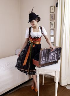 """Abendrot und Stadt bei Nacht, """"Lucy"""" ist moderne Tracht! Pretty Outfits, Cute Outfits, Dirndl Dress, Le Jolie, Country Outfits, Looking For Women, Looks Great, Pin Up, Hipster"""