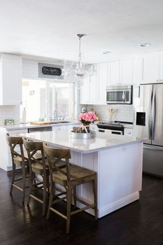 Awesome 50 Gorgeous Small Kitchen Remodel Ideas. More at https://50homedesign.com/2018/02/10/50-gorgeous-small-kitchen-remodel-ideas/