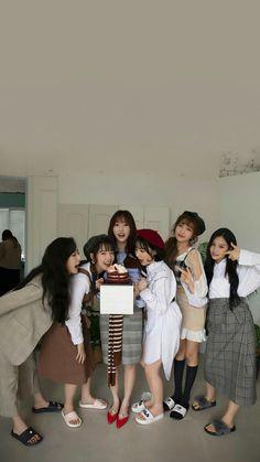 Wallpaper Lockscreen, Lock Screen Wallpaper, Mobile Wallpaper, Wallpapers, Gfriend Yuju, Gfriend Sowon, G Friend, K Idols, Boy Or Girl