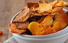 In Amerika overal te koop, hier moeten we het helaas nog doen met 'gewone': zoete aardappel chips. De combinatie van zoete aardappel met kruiden is overheerlijk, ik maak dan ook regelmatig zoete aa...