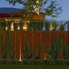 Quaker Smith Point Residence w Shelburne w stanie Vermont (USA) autorstwa pracowni H. Keith Wagner Partnership to niezwykły minimalistyczny ogród zaprojektowany z szerokim wykorzystaniem urządzeń wodnych w stylowych aranżacjach. Więcej: http://sztuka-krajobrazu.pl/744/slajdy/projekt-ogrodu-z-widokami