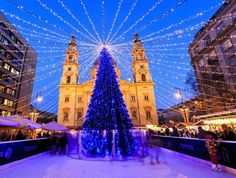 Christmas lights at the St Steven Basilica in Budapest, Hungary. This traditional Christmas fair attracts abut 700,000 visitors each year. | 10 Magical Christmas Markets in Europe