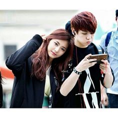 Imagine jungkook and tzuyu are going together and was caught on camera. Tzuyu facing the camera while jungkook had so much fun playing games with no cares about the camera ㅋㅋㅋ [Hair and clothes are the point] . Bts And Twice, Twice Kpop, Jungkook Fanart, Jungkook Oppa, Korean Couple, Best Couple, Jung Kook, K Pop, Bts Girlfriends