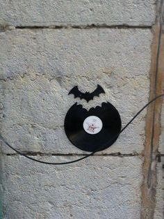 bat use real lp's to make and frame different cut out notes etc
