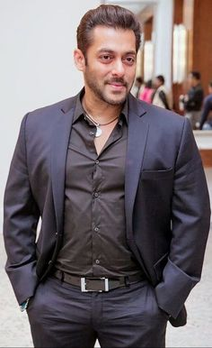 Bollywood king salman khan handsum look Salman Khan Young, Sultan Salman Khan, Salman Khan Photo, Shahrukh Khan, Bollywood Images, Bollywood Stars, Bollywood Celebrities, John Abraham Body, Salman Khan Wallpapers