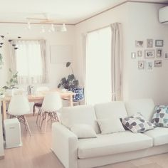 miruban1010さんの、IKEA,白が好き,カウニステ,ファブリックパネル,モビール,ペキニーズ,わんこと暮らす家,無印良品,北欧,シンプル,観葉植物,子供と暮らす,グリーンのある暮らし,Lounge,のお部屋写真