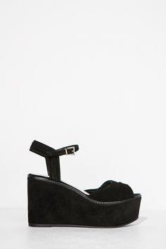 Cuña con piezas en serraje y forrada en madera. 10.5 cm altura y 4 cm de plataforma. Made in Spain.</br>- Tallas 36 y 41 de venta exclusiva online.   Zapatos   Fifty Factory