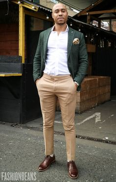 This year's 100 hottest looks and trends direct from the streets, as captured by FashionBeans' Street Style Collective. Blazer Outfits Men, Casual Outfits, Fashion Outfits, Fashion Sale, Paris Fashion, Fashion Fashion, Runway Fashion, Korean Fashion, Winter Fashion