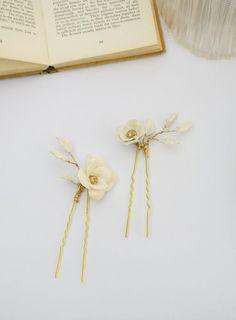 White and gold flower bridal hair pins 220 Bridal Hair Flowers, Bridal Hair Pins, Gold Flowers, Vintage Theme, Wedding Themes, Headpiece, Sculpting, Hair Accessories, Gold Leaf