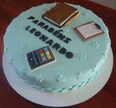 Esta ideia de decoração surgiu a partir do pedido da cliente. Ela queria  presentear seu esposo com um bolo original e636cbcfb738e