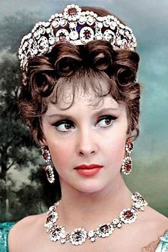 Gina Lollobrigida — Gina Lollobrigida You can collect images you discovered organize them, add your own ideas to your collections and share with other people. Hollywood Actor, Golden Age Of Hollywood, Hollywood Celebrities, Vintage Hollywood, Hollywood Glamour, Hollywood Stars, Hollywood Actresses, Classic Hollywood, Gina Lollobrigida