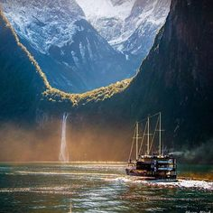 Milford Sound, New Zealand | Photography by @adrianalfordphotography #TheProTraveler