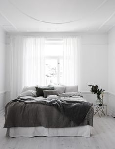5 Tenacious Tips: Minimalist Interior Kitchen Black White minimalist bedroom curtains grey.Minimalist Home Living Room Beds minimalist home tips modern.Minimalist Bedroom Budget Tips. Minimal Bedroom, Modern Bedroom, Bedroom Decor, Bedroom Ideas, White Bedrooms, Master Bedroom, Bedroom Simple, Design Bedroom, Monochrome Bedroom