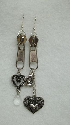 Silver zipper chain earrings flower heart crystal goth punk fashion eco friendly Are you ready to rock? These are silver tone zipper earrings Zipper Jewelry, Metal Jewelry, Beaded Jewelry, Vintage Jewelry, Jewelry Art, Jewelry Accessories, Jewelry Design, Jewellery, Jewelry Crafts