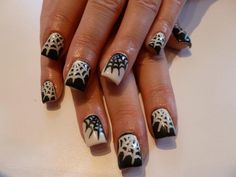 Alternating black and white webs. Halloween nails