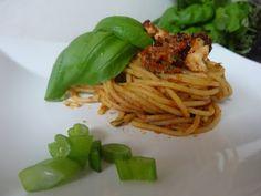 Czary w kuchni- prosto, smacznie, spektakularnie.: Pasta z pesto z suszonych pomidorów Pesto Pasta, Spaghetti, Ethnic Recipes, Food, Pasta Al Pesto, Essen, Meals, Yemek, Noodle