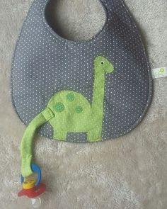 Que tal esse babador para o seu bebê que usa chupeta? Não vai ficar uma graça... - #Babador #bébé #chupeta #esse #ficar #graça #Não #para #seu #tal #uma #USA #vai