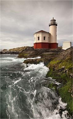 Coquille river lighthouse in Oregon ~ by wanderingval Saint Mathieu, Lighthouse Pictures, Oregon Coast, Bandon Oregon, Oregon Usa, Beacon Of Light, Am Meer, Pacific Northwest, Places To Go