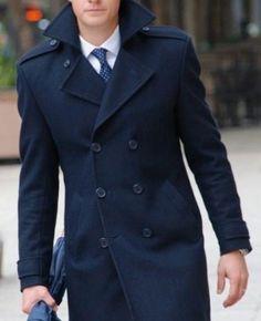 Abrigo de hombre, coat del caballero. Cruzado y con galones.