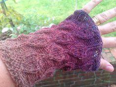 Pulswärmer - Pulswärmer Handschuhe aus pflanzengefärbter Wolle - ein Designerstück von wollkaethe bei DaWanda