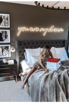 ¿Es gris un buen color para pintar un dormitorio? Bedroom Ideas ¿Es gris un buen color para pintar un dormitorio? Dream Rooms, Dream Bedroom, Home Bedroom, Budget Bedroom, Pretty Bedroom, Dark Romantic Bedroom, Romantic Bedroom Design, Simple Bedroom Design, Warm Bedroom