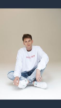 Can someone please tell me what shoes MGK is wearing in this pic?