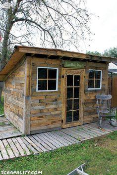 Pallet Garden Shed Roofed Utilisation des boîtes de conserve palettes Sheds, Cabines palettes, Pallet Huts & Maisonnettes palettes