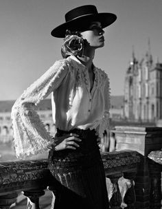 spanish style architecture homes Spanish Hat, Spanish Dress, Spanish Style, Study Spanish, Learn Spanish, Beauty And Fashion, Passion For Fashion, Flamenco Dancers, Spanish Fashion