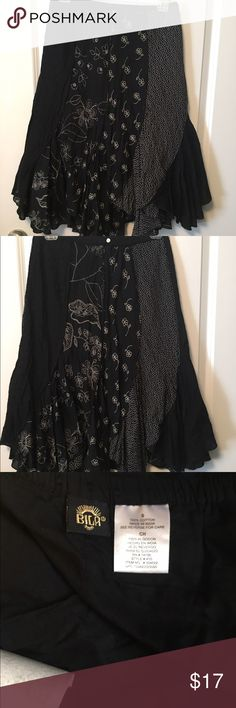 Size S Bila Multi-Print bohemian Style Skirt This is a very cute skirt!!! Super cute!!! I just don't wear it anymore. It is in very good shape. My home is smoke free I do have pets. 🚫NO TRADEs🚫 🚫NO OFFERS 50% OFF THE ASKING PRICE IT Will BE DENIED🚫 Thanks for understanding. Thanks for taking a look 😊 Bila Skirts