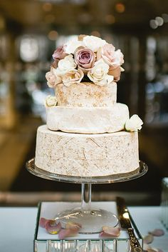 Cheese wheel wedding cake is one of the most unique alternatives to a traditional wedding cake. This idea is perfect for a vineyard or farm wedding. Creative Wedding Cakes, Amazing Wedding Cakes, Mod Wedding, Cake Wedding, Wedding Shit, Cheese Wedding Cakes, Cheese Table Wedding, Cheese Cakes, Wedding Stuff