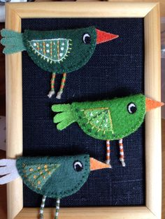 Adorable Felt Birds to Craft - would make lovely ornaments or gift package tie ons. Fabric Birds, Fabric Art, Fabric Scraps, Felt Christmas Decorations, Felt Christmas Ornaments, Bird Crafts, Felt Crafts, Sewing Crafts, Sewing Projects